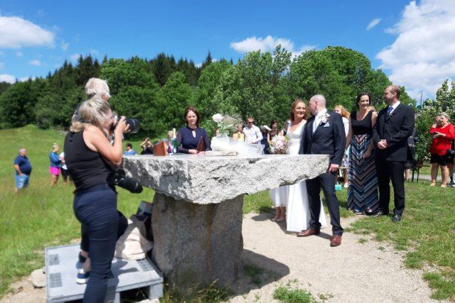 Vyhlídka nad Raškovkou na Ještědském hřebenu je oblíbené místo pro svatby