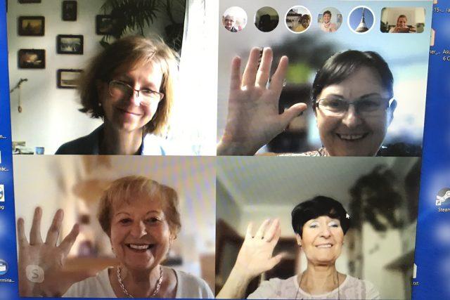 Členky souboru Auera Rosa při online zkoušce | foto: Lucie Fürstová,  Český rozhlas,  Český rozhlas