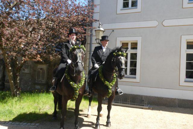 Tradice zpívajících jezdců v černých oblecích a cylindrech z Horní Lužice