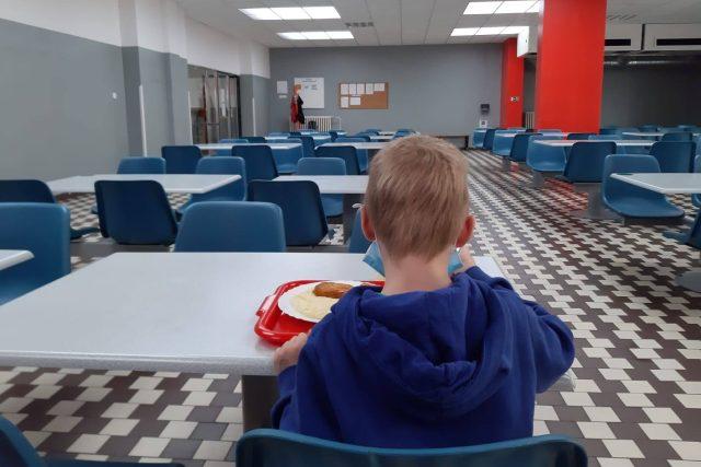 Školní jídelna jablonecké základní školy na Šumavě je v provozu | foto: Šárka Škapiková,  Český rozhlas