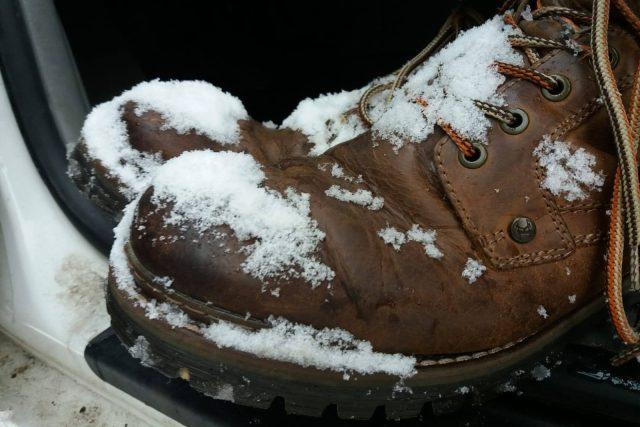Zimní obutí za volant nepatří