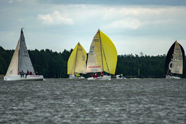 Máchovo jezero hostilo první závod letošní Jachtařské ligy | foto: archiv Filipa Ehrenbergera