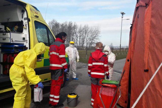 Posádka i sanitka musí po návratu z výjezdu projít důkladnou dezinfekcí