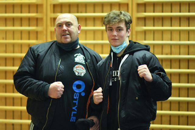 Mladý boxer Jiří Prádler s tatínkem