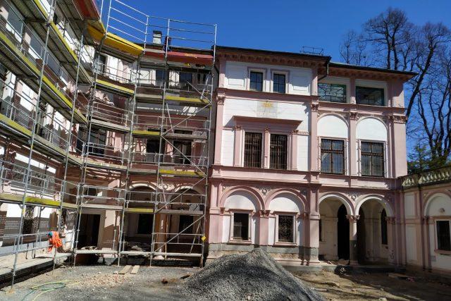 Práce na rekonstrukci Liebiegova paláce v Liberci je v plném proudu | foto: archiv Lukáše Mařici