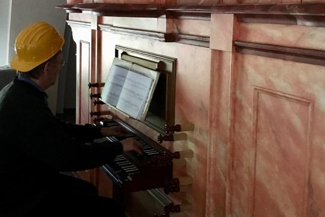 Tři sta let staré varhany kostela v Horní Polici se poprvé rozezněly ještě mezi lešenářskými trubkami | foto: Jiří Jelínek,  Český rozhlas