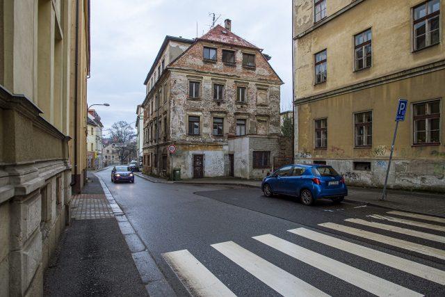 Dům v Orlí ulici v Liberci se bourat nebude | foto:  Radek Petrášek / ČTK
