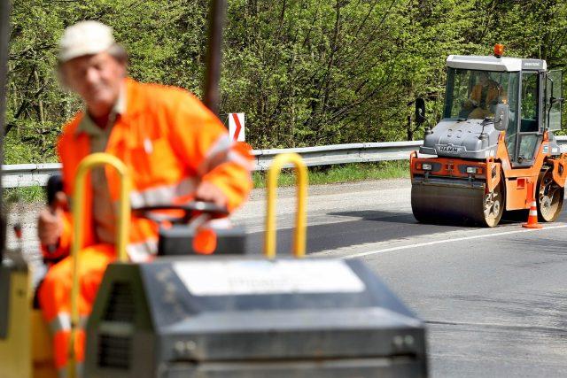 O 15 měsíců dřív skončí obnova povrchu na silnici I/35 mezi Chrastavou a Libercem  (ilustrační snímek) | foto: Profimedia