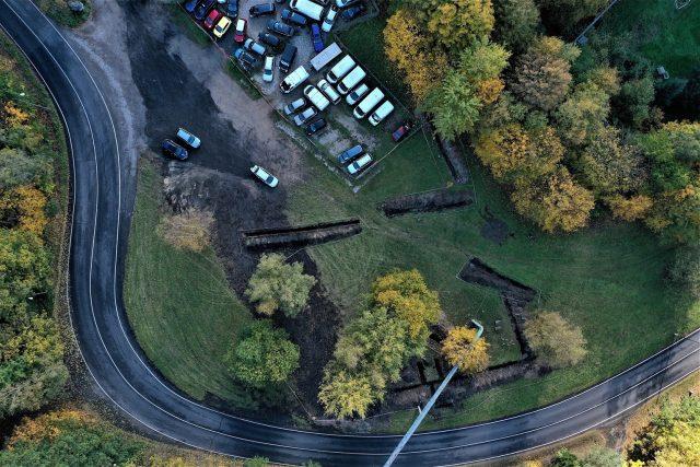Na místě,  kde se má stavět základna krajských záchranářů,  objevili archeologové základy internačního tábora pro Romy | foto: archiv Libereckého kraje