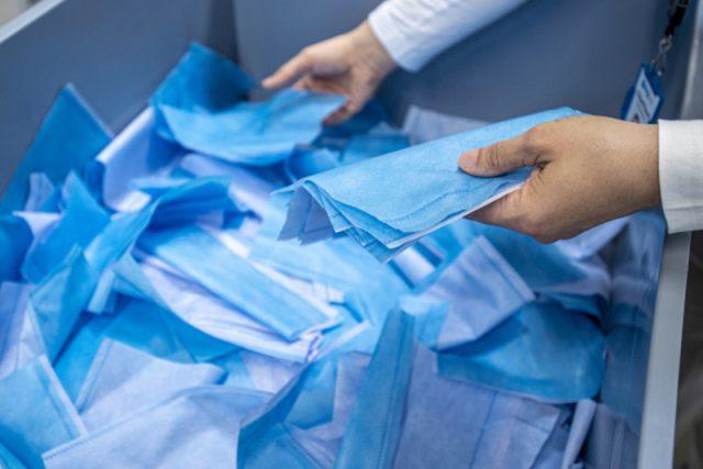 Firmy Elmarco a Drylock v Libereckém kraji budou vyrábět nanofiltry do textilních roušek