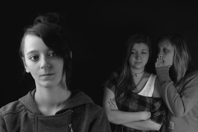 Dívky, pomluva, šeptání, úzkost