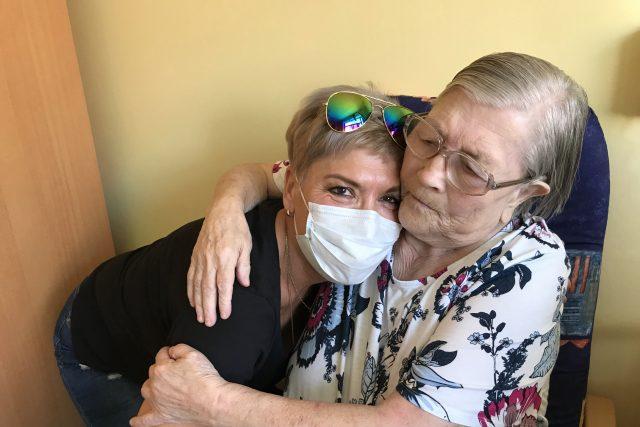 Paní Pecháčková mohla konečně navštívit svoji maminku