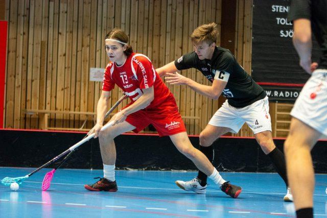 Martin Čermák (v červeném) hrál za švédský Lerum
