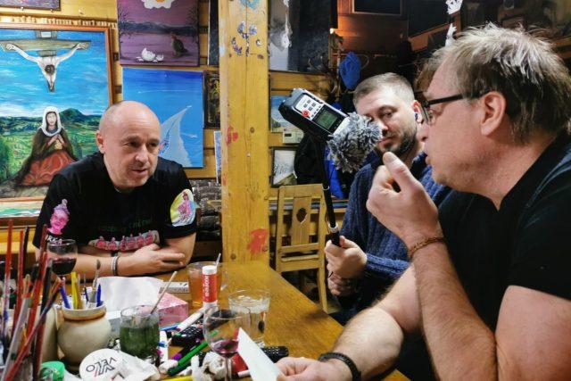 Natáčení pořadu Setkání u mikrofonu. Zleva: Jiří Kolář, David Hamr, Petr Urban