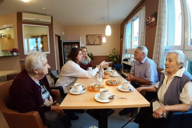 Na návštěvě u seniorů ve Velkých Hamrech