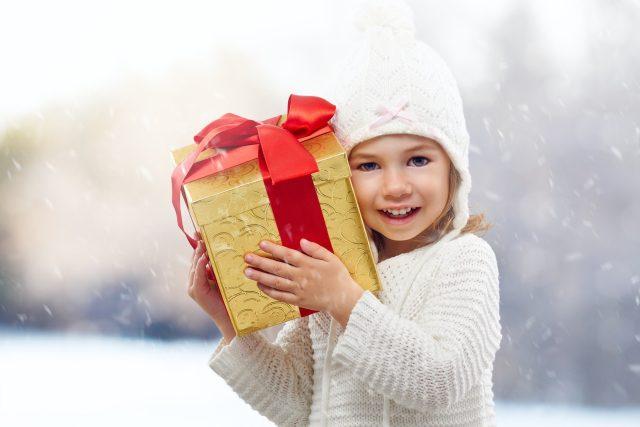 Díky Krabici od bot dostávají dárky i děti z chudých rodin